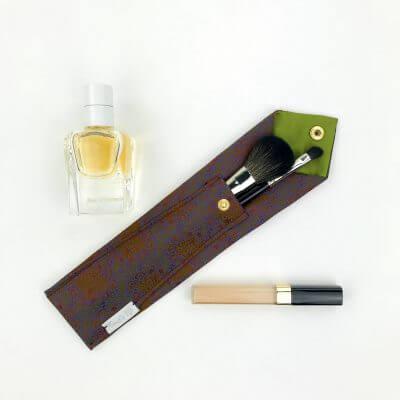 Parfum, Pinsel und Etui